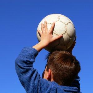 Boy_throwing