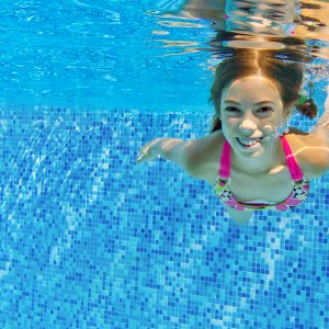 Swimming_girl (2)
